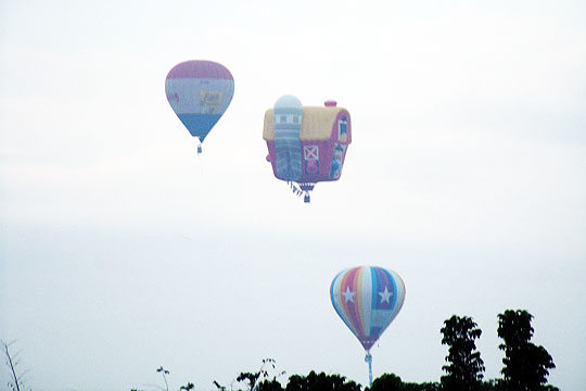 Hot-Air-Balloon-seen-from-Clark-Wine-Center